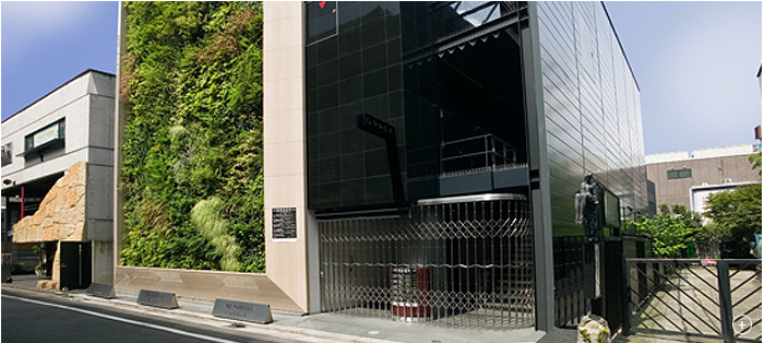 Starhill Global REIT property, Roppongi Terzo, was divested for SGD29.9 million on 7 January 2016.